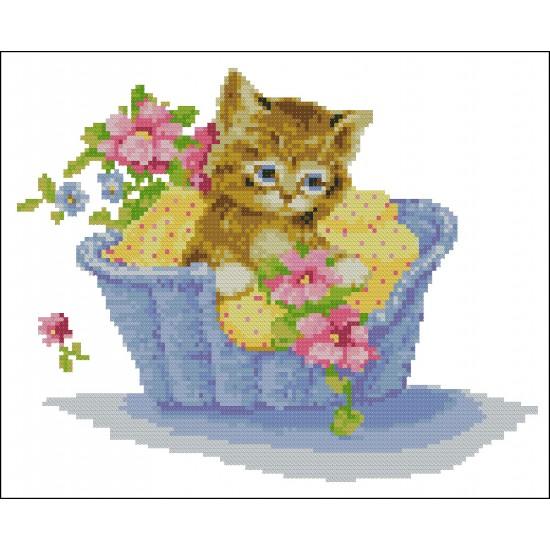 Котенце в кошница